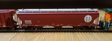 Athearn 89590 - BNSF trinity 3-Bay covered hopper