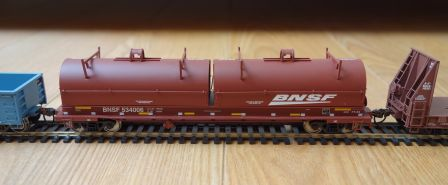 Walthers 932-42152 - BNSF cushion coil car