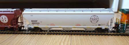 Athearn 89491 - BNSF trinity covered hopper